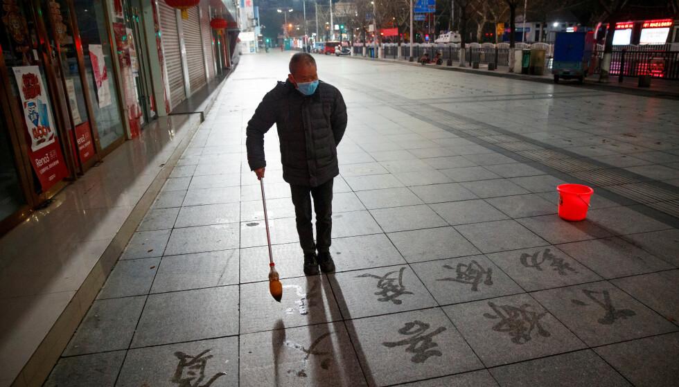 FOLKETOMT: Virusfrykten gjør at folk holder seg inne. Foto: REUTERS/Thomas Peter