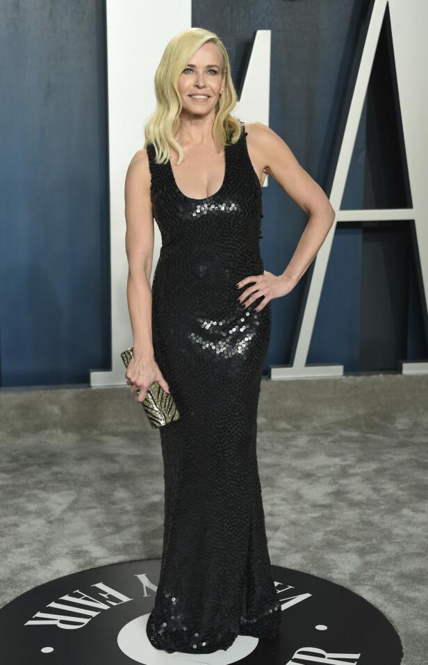 KLASSISK: Komiker Chelsea Handler valgte å gå for en sort lang paljettkjole under Vanity Fairs etterfest. Foto: NTB Scanpix