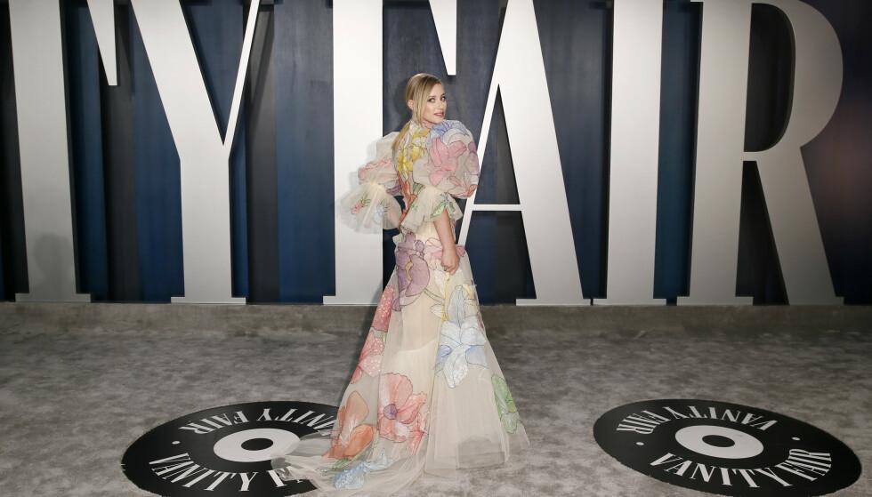 PUFFERMER: Skuespiller Lili Reinhart hadde på seg en lekker kjole med store puffermer og blomstermønster. Foto: NTB Scanpix