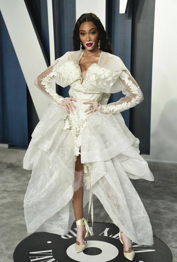 LEKKER I HVITT: Modell Winnie Harlow fanget oppmerksomheten med en hvit kjole med flere blondetaljer. Foto: NTB Scanpix