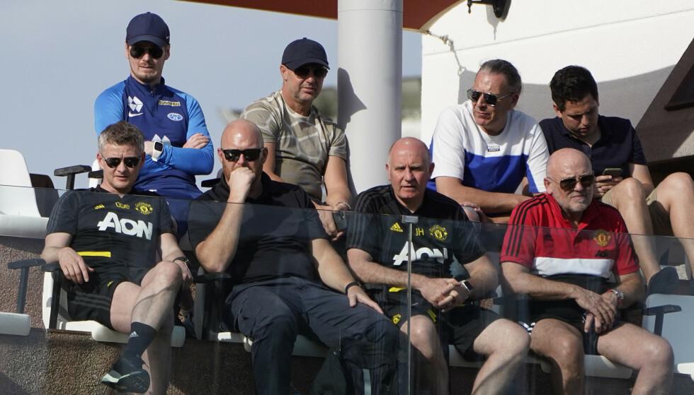 SPEIDER: Manchester United-trener Ole Gunnar Solskjær (t.v) sammen med Molde-speider John Vik (til høyre for Solskjær) i Marbella februar 2020. Foto: NTB