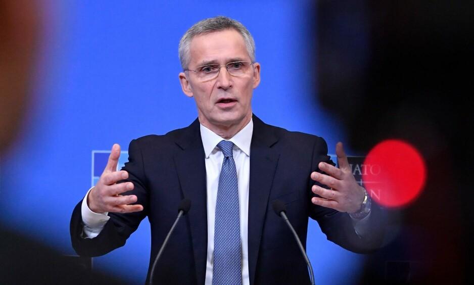 CORONAFOKUS: Nato-sjef Jens Stoltenberg er opptatt av hvordan Nato kan bidra i kampen mot coronaviruset. Foto: JOHN THYS / AFP