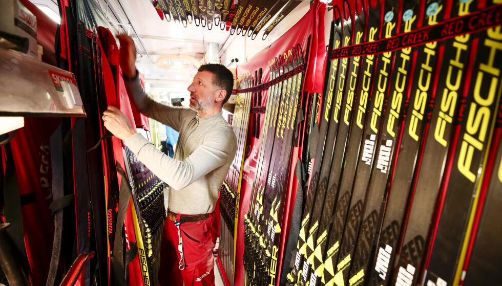 Læregutten som ble stor: Manfredinis læregutt, Gianluca Marcolini, som nå smører for de norske skiskyterne, har spurt seg selv om hans mesters kreftdød skyldes fluorsmøringen. Foto: NTB-scanpix