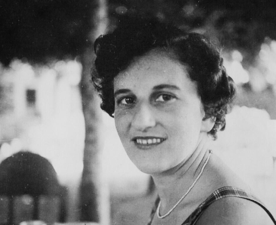 OBSERVERTE: Alice bodde i naboleiligheten til Adolf Hitler. Her avbildet på 50-tallet. Foto: Privat / SWNS / NTB scanpix
