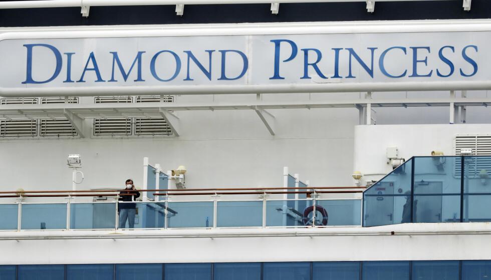 DØDE: To personer som var om bord cruiseskipet Dimaond Princess er bekreftet døde som følge av coronaviruset. Foto: AP Photo/Eugene Hoshiko.
