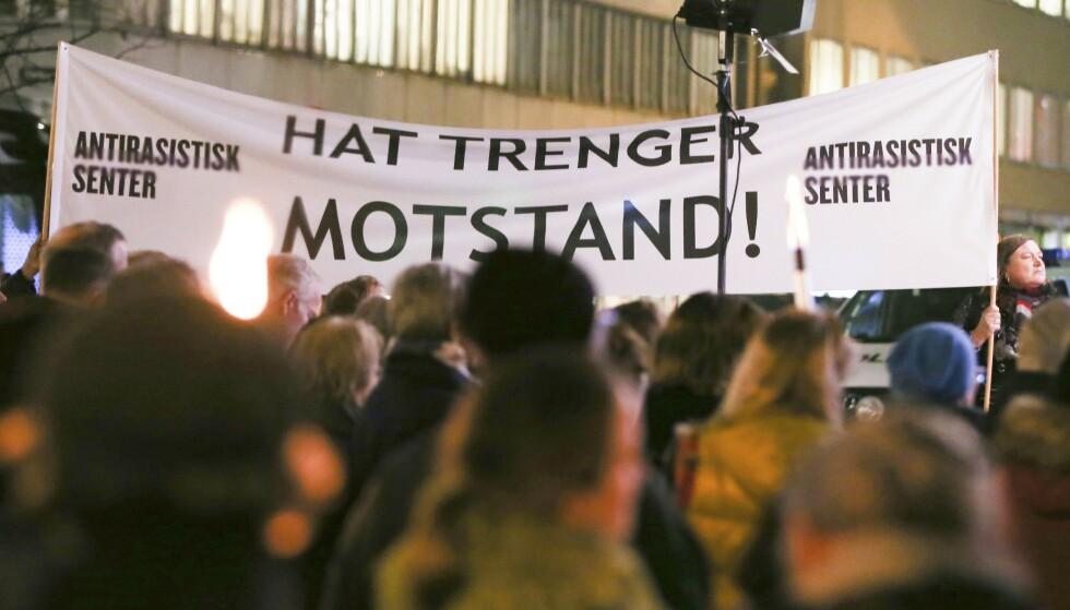 80 ÅR: Det er blitt sagt av både statsråder og statsminister; det er ikke jødenes ansvar å bekjempe antisemittismen, men storsamfunnets. For å bekjempe antisemittismen må vi først riste av oss berøringsangsten for begrepet, skriver innsenderen. Bilde fra markeringen i Oslo i 2018, til minne om Krystallnatten i 1938. Foto: Fredrik Hagen / NTB scanpix