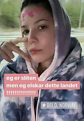 VISER FRAM: For sine 18,5 millioner følgere på Instagram skryter artisten av norskkunnskapene. Foto: Skjermdump