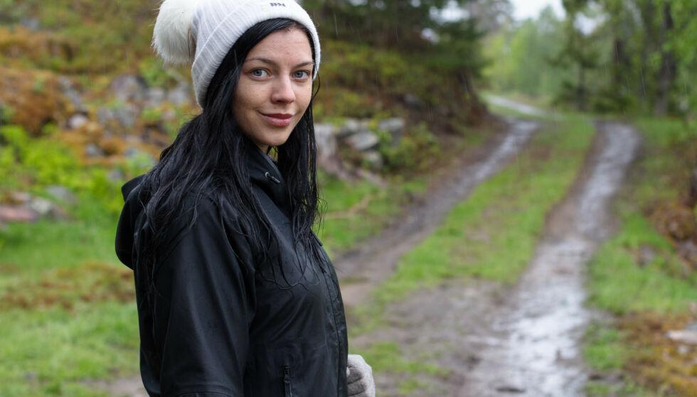 - KOLLAPSET: Stina Bakken forteller at oppholdet på de to gårdene ikke var noe for henne, kanskje særlig på grunn av matsituasjonen. Foto: TV 2