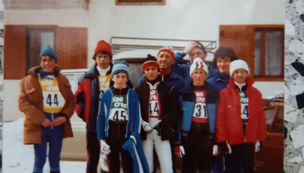 Var med tidlig: Manfredini - bak til høyre - og Marcolini - ned til høyre - kjente hverandre fra de tidlige skidagene i Frassinoro. Manfredini var skitrener og skismører. Foto: Privat