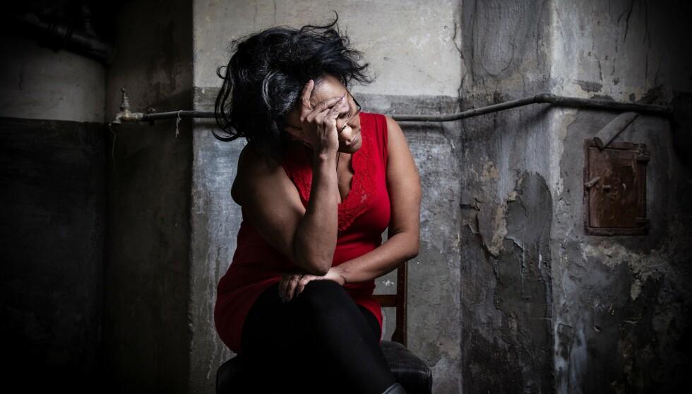 REDD OG SJOKKERT: Før jul håpet og trodde Sara Kebede Worku at hun var én av de papirløse personene som skulle få opphold i Norge i forbindelse med regjeringens engangsløsning for utlendinger med 16 år eller lenger oppholdstid. Torsdag ble hun hentet av sivilt politi og ført til Politiets utlendingsenhet på Trandum. Foto: Tine Poppe
