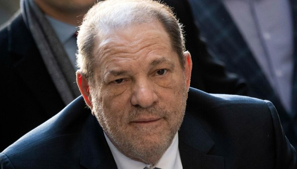 DØMT: Den tidligere filmprodusenten er funnet skyldig i voldtekt og overgrep etter den seks uker lange rettssaken i New York. Foto: AP/NTB