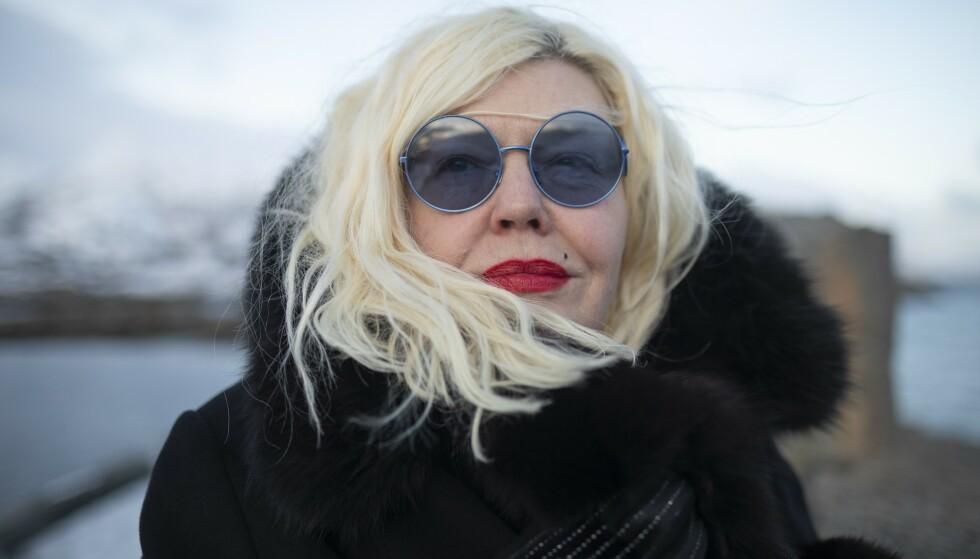 SORGEN BAK SOLBRILLENE: Etter at vennen Ari Behn døde, har Unni Askeland grått så mye at hun har lurt på om øynene noen gang vil bli normale igjen. FOTO: Kjell Ove Storvik