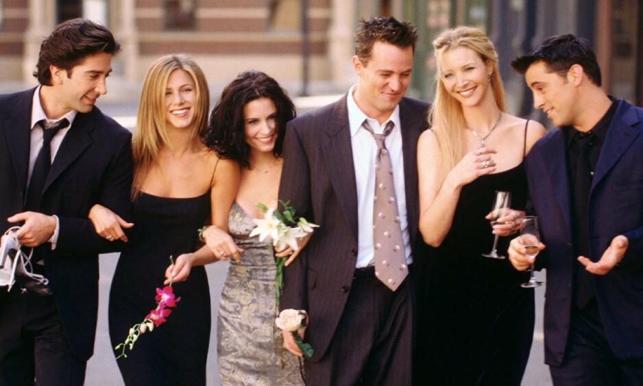 SAMLES: «Friends»-skuespillerne David Schwimmer, Jennifer Aniston, Matthew Perry, Lisa Kudrow og Matt LeBlanc dukker atter opp på skjermen samlet. Foto: NTB scanpix