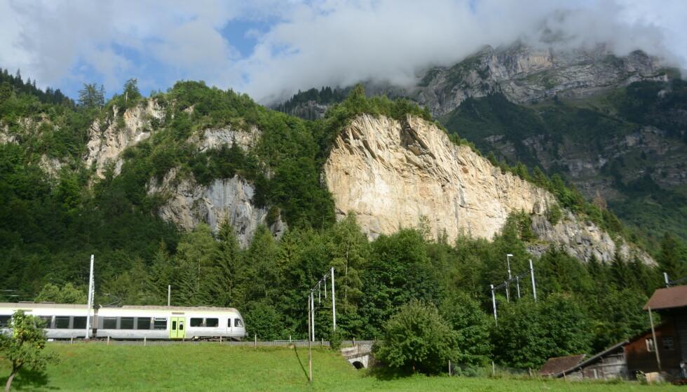 KAN MÅTTE EVAKUERES: Den lille sveitsiske landsbyen Mitholz må kanskje evakueres opp til 10 år for å sanere et enormt ammunisjonsdepot. Foto: Wikimedia Commons / Roland Prytz
