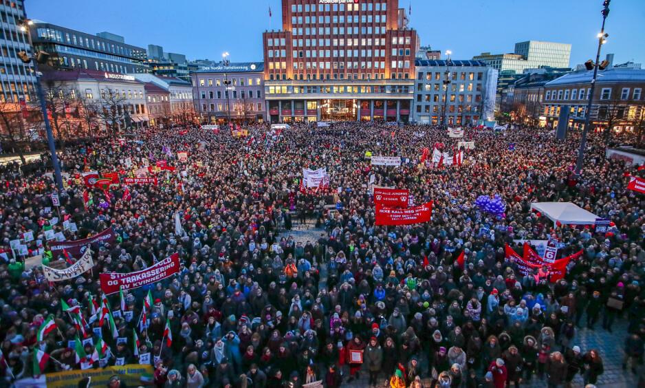 8. MARS: Denne uka skal vi snakke om likestilling. Om et kjønnsdelt arbeidsmarked. Om seksuell og reproduktiv helse og rettigheter. Om gutterom og jenterom, skriver Abid Q. Raja. Bilde fra fjorårets 8. mars-markering i Oslo. Foto: Hkon Mosvold Larsen / NTB Scanpix
