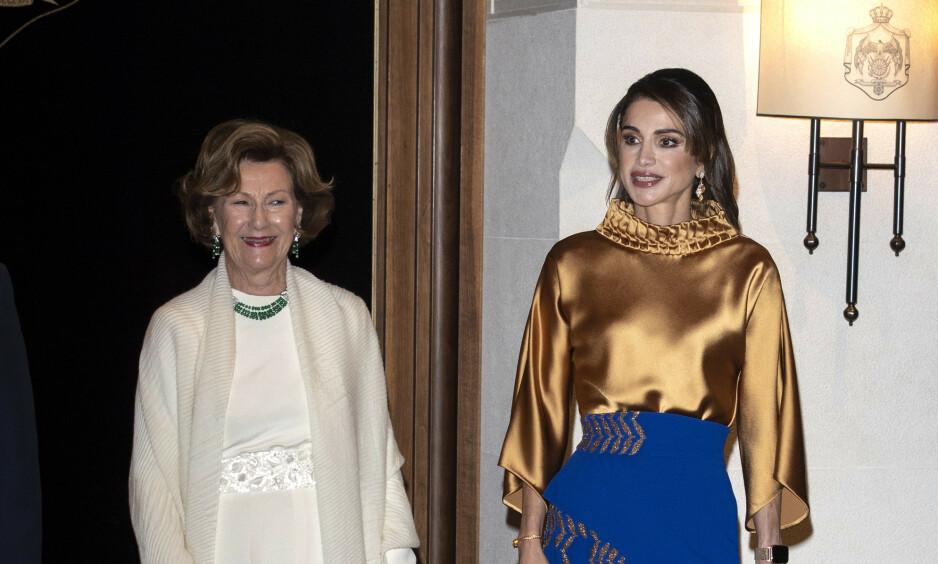 OPPMERKSOMHET: Dronning Sonja og kong Haralds statsbesøk i Jordan har fått oppmerksomhet i utlandet. Her er dronningen avbildet sammen med dronning Rania av Jordan. Foto: Andreas Fadum/ Se og Hør