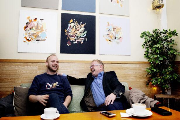 TOPP STEMNING: Mímir Kristjánsson og Per Sandberg ler hjertelig i lag. Foto: Kristin Svorte / Dagbladet