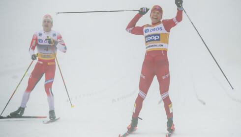 FØLELSER: Aleksandr Bolsjunov fra Russland jubler foran Simen Hegstad Krüger fra Norge under 50 km langrenn fellesstart i Holmenkollen søndag. Foto: Vidar Ruud / NTB scanpix