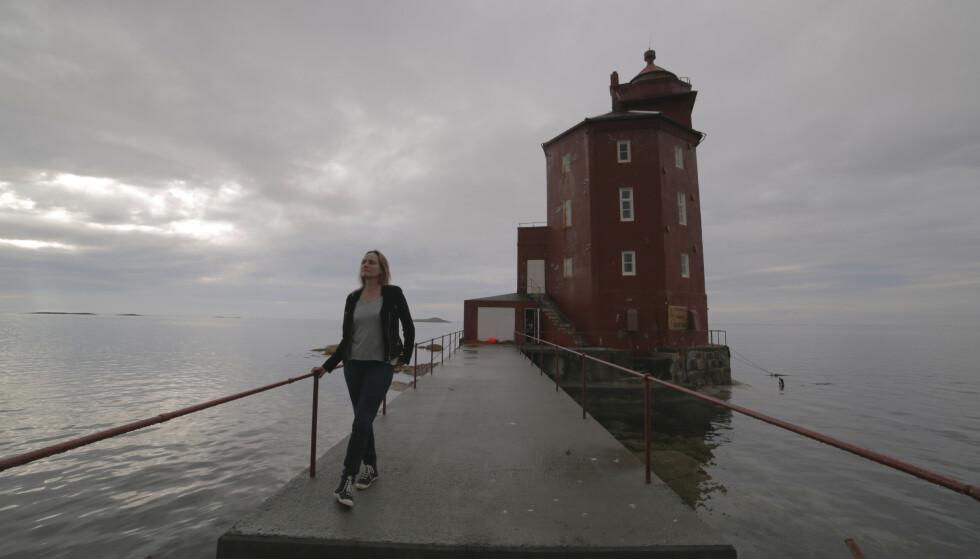 FYRET: Dansk-norske Maren Uthaug ved Kjeungskjær fyr. Foto: Samlaget