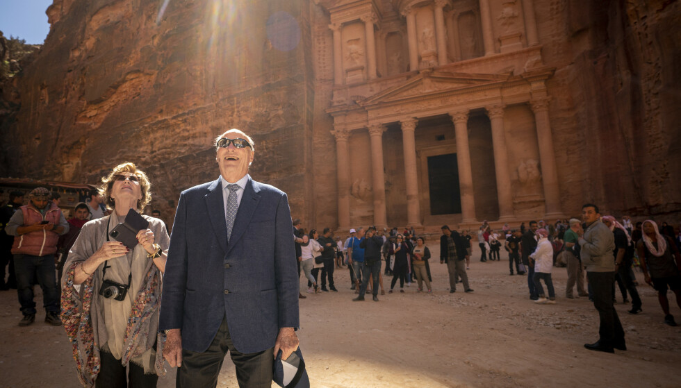 I JORDAN: Kong Harald og dronning Sonja i oldtidsbyen Petra i Jordan 4. mars. Kongeparet var på et tre dager langt statsbesøk i landet med flere statsrådet. Foto: Heiko Junge / NTB scanpix
