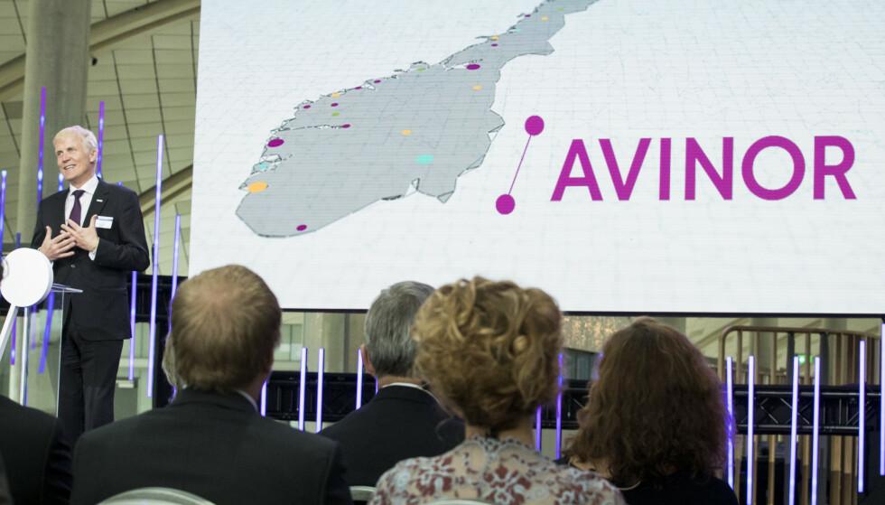 STENGER NED: Konsernsjef i Avinor Dag Falk-Petersen, forteller at de stenger ni flyplasser for å frigjøre kapasitet. Foto: Heiko Junge / NTB scanpix