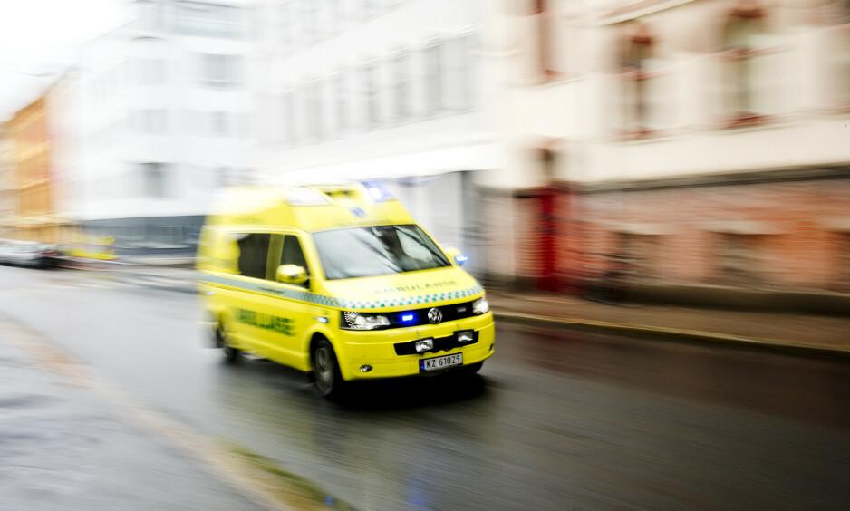 UNNTAS KARANTENEREGLER: Ambulansepersonell i Oslo er blitt unntatt karantenebestemmelsene som har rammet selv helseminister Bent Høie. Foto: Jon Olav Nesvold / NTB Scanpix