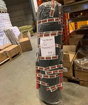 VIKTIG HJELP: Her er boksesekken som sendes fra Norge til Spania. Fighter Sport står bak forsendelsen.