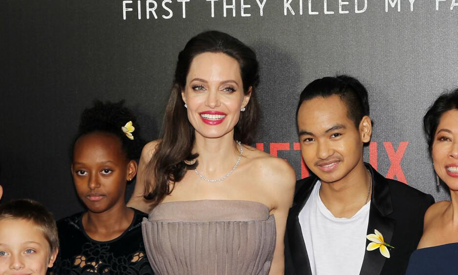 NÆRT FORHOLD: Angelina Jolie og eldstesønnen Maddox Chivan har et godt forhold. I fjor flyttet han til Seoul i Sør-Korea, men nå har han blitt gjenforent med moren grunnet coronaviruset. Foto: NTB Scanpix