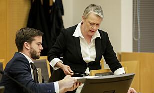 VERNE-SIDEN: Saksøkernes advokat, Berit Reiss-Andersen og Ivar V. Kristiansen i Oslo tingrett. Foto: NTB: Scanpix