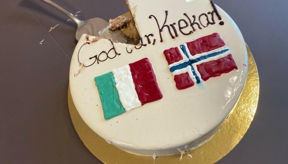 KAKEFEST: Frp-politikerne Sylvi Listhaug og Jøran Kallmyr feiret utleveringen av Mulla Krekar med kake. Foto: Fremskrittspartiet