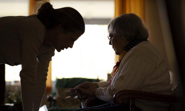 HVA OM VI BLIR SYKE: Ennå kan hjemmeboende pleietrengende få besøk av noen få av sine nærmeste. Hva om viruset setter en stopper for det? FOTO: Agnete Brun