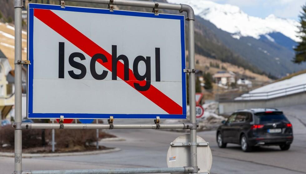 STENGT: I landsbyen Ischgl i Tyrol i Østerrike fikk coronaviruset spre seg i dagesvis før det ble tatt grep. 13. mars ble byen stengt. Foto: JAKOB GRUBER / APA / AFP / NTB scanpix
