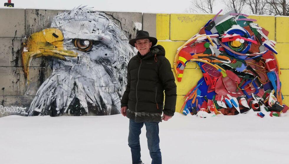 ELSKER NORGE: Kirkham sier at han elsker Bodø, og har planer om å bli norsk statsborger på sikt. I hagen har han og kona laget en kafé, der de på nokså unorsk vis inviterer forbipasserende til å ta en kaffe med dem. Foto: Privat