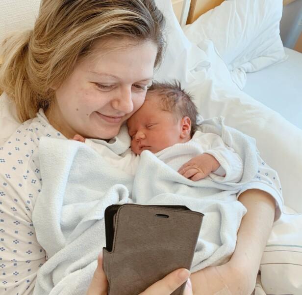 VIDEOSAMTALE: De første dagene av livet til Didrik var det gjennom telefonen pappa Endre fikk se sønnen sin. Foto: Privat