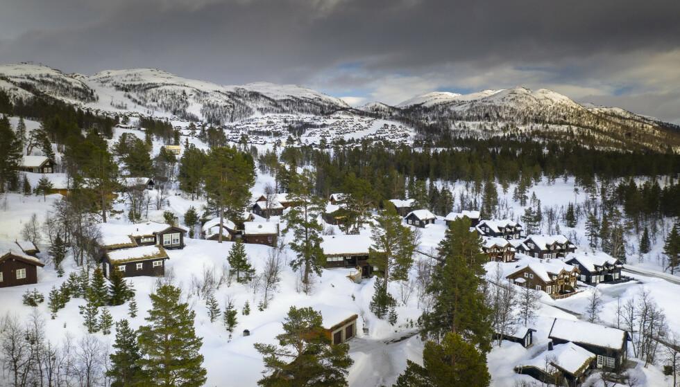 DØRGENDE STILLE: En vanlig påske er det minst 25 000 hyttegjester her og i nabolaget i Vinjes største hytteområde Rauland. Nå er ingen velkommen, Foto: Lars Eivind Bones.
