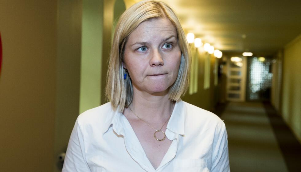 SMITTEVERN FØRST: Kunnskapsminister Guri Melby (V) sier det er svært usikkert om skolene vil åpne etter påske eller ikke. Foto: Terje Pedersen / NTB scanpix