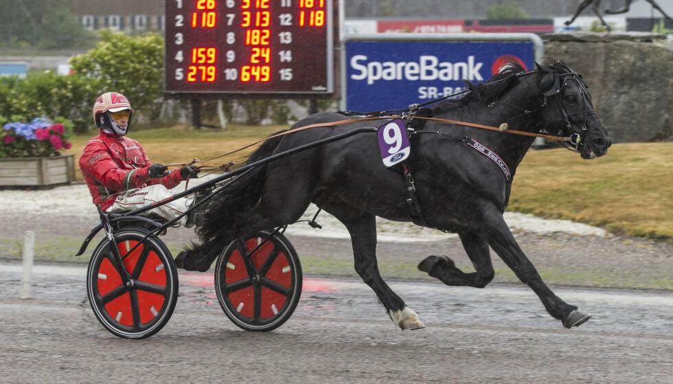 BLIR HVER FOR SEG: Norsk Rikstoto skal fortsatt tilby hestespill etter 2021. På bildet kusk Tom Erik Solberg og Odd Herakles. Foto: Morten Skifjeld / Hesteguiden.com / Equus / NTB Scanpix