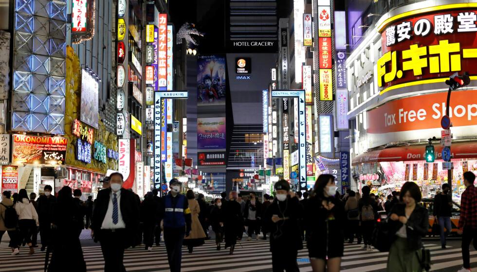 FRYKTER UTVIKLINGA: En smittekspert frykter at Tokyo kan møte samme skjebne som New York hva gjelder coronapandemien. Foto: NTB Scanpix