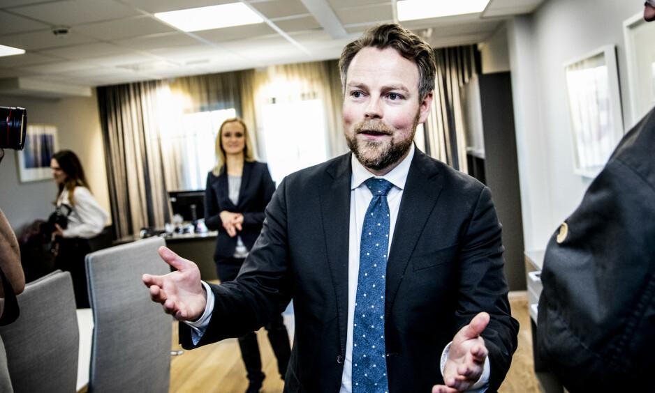 HJELPEN KOMMER: Arbeidsminister Torbjørn Røe Isaksen (H) sier at det kommer en ordning til frilansere og selvstendig næringsdrivende. Foto: Christian Roth Christensen / Dagbladet