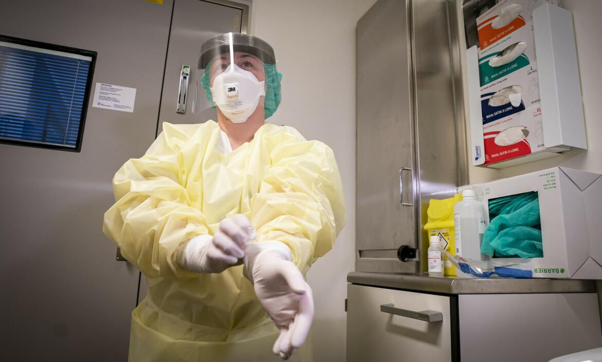 MANGLENDE BEREDSKAP: Så kommer corona-viruset til Norge og noe av det første vi får høre om er mangel på smittevernutstyr, skriver innsenderen. Foto: Foto: Heiko Junge / NTB scanpix