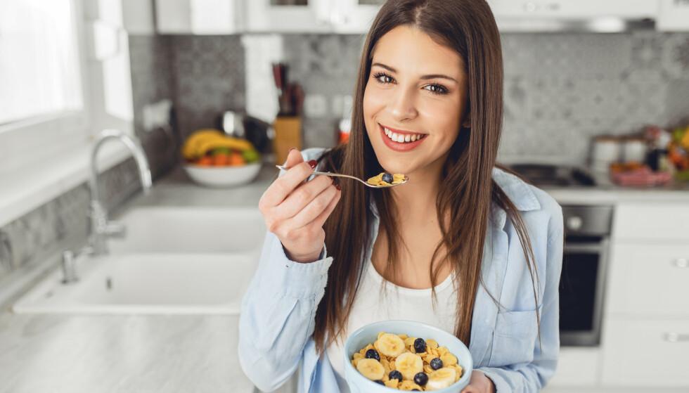 DAGENS FØRSTE MÅLTID: Du bør styre unna sukkerrike frokostblandinger og energirikt pålegg dersom ønsket er å gå ned i vekt. Foto: Shutterstock
