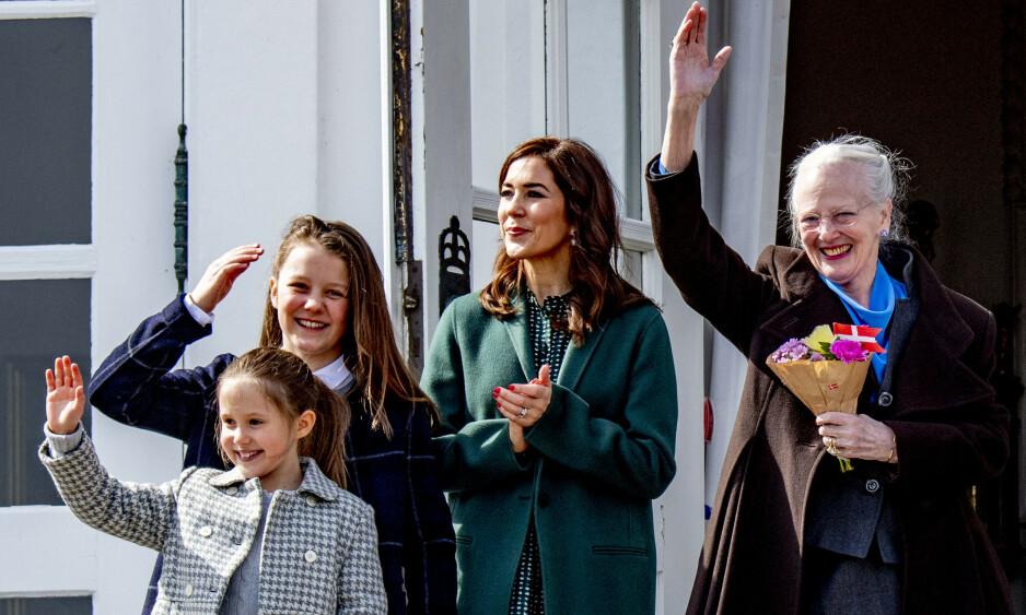 13 ÅR: Prinsesse Isabella (bak til venstre) av Danmark fyller år tirsdag, noe som blant annet markeres med nye bilder av den ferske tenåringen. Her med lillesøster Josephine (9), mamma Mary (48) og bestemor, dronning Margrethe (80). Foto: NTB scanpix