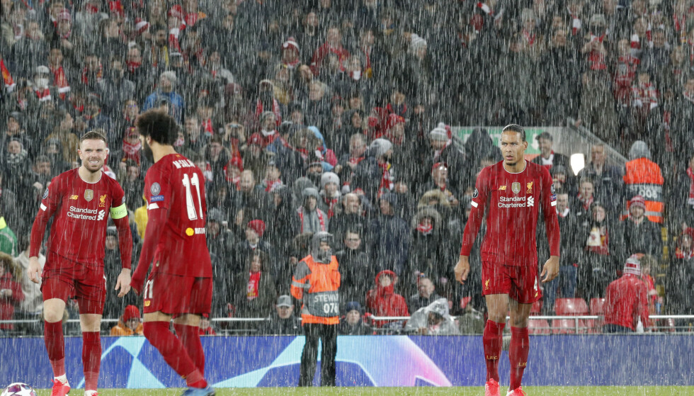 MØRK KVELD: For Jordan Henderson, Mohamed Salah og Virgil van Dijk. Foto: Darren Staples/Sportimage via PA Images