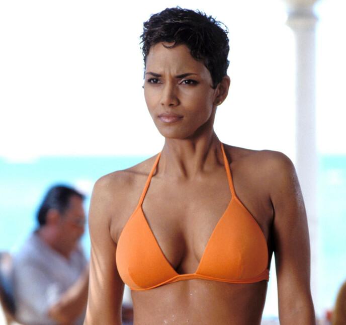 BOND-PIKE: Halle Berry i rollen som Bond-piken Giacinta «Jinx» Johnson iført den ikoniske bikinien i «Die Another Day». Foto: Moviestore/REX/NTB