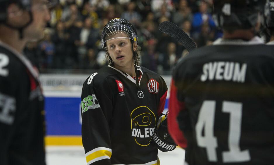 VENTER I SPENNING: Mathias Trettenes og resten av Stavanger OIlers-spillerne. Foto: Carina Johansen / NTB Scanpix