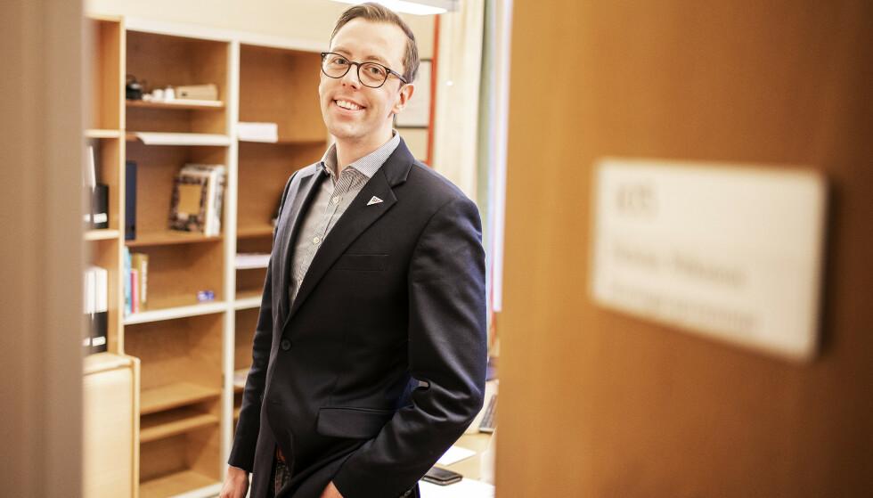 - MÅ LÆRE: Stortingsrepresentant for SV, Nicholas Wilkinson (32) håper at corona-pandemien kan gjøre at også faren for antibiotikaresistens tas på alvor. Foto: Hans Arne Vedlog