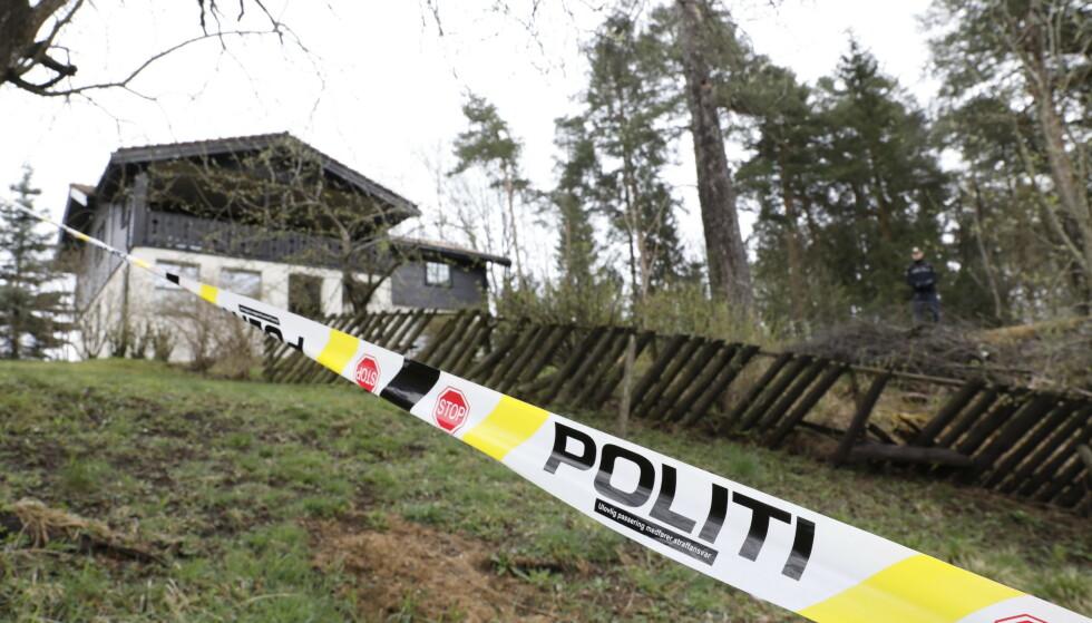 SPERRET AV: Ekteparet Hagens bolig i Sloraveien 4 på Fjellhamar på Lørenskog er på nytt sperret av for at politiet kan gjennomføre sine undersøkelser. Foto: Nina Hansen / DAGBLADET