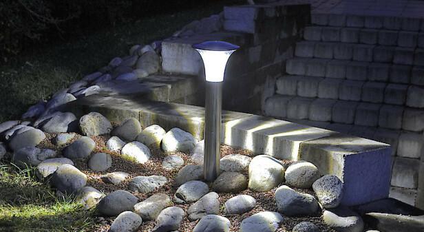 SUPER BRIGHT: Solcellebelysning med Super Bright LED som lyser ekstra sterkt. Smart hvis du trenger å lyse opp en steinsetting eller trapp som ellers ville ha ligget i mørke.