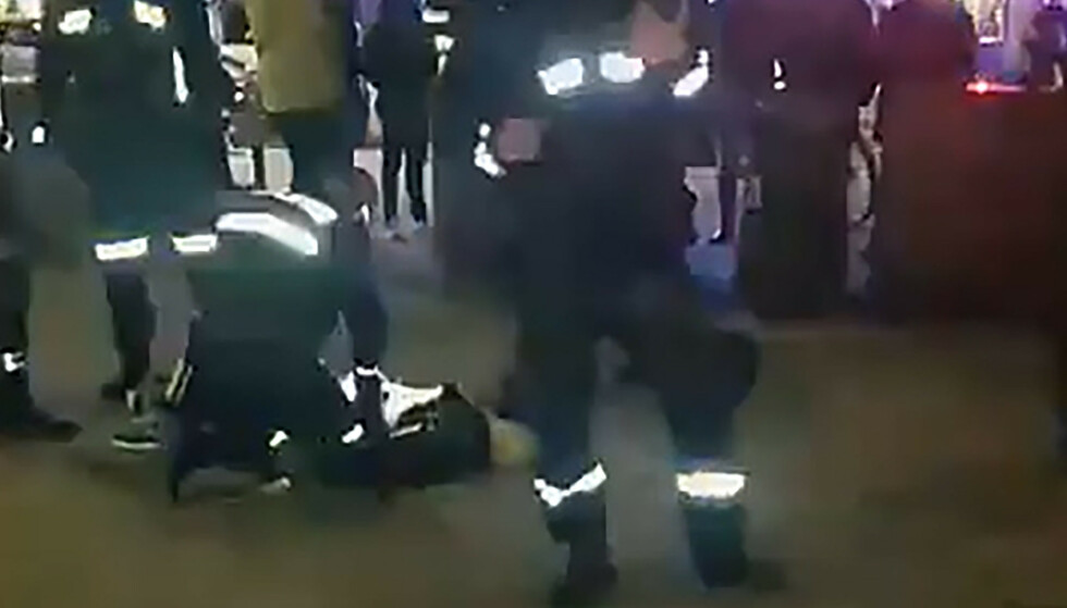 KRANGEL: Politiet rykket med store styrker til Grønland 13. mars. Knivstikkinga utløste en hevnspiral som ennå pågår. Foto: Snapmap.com