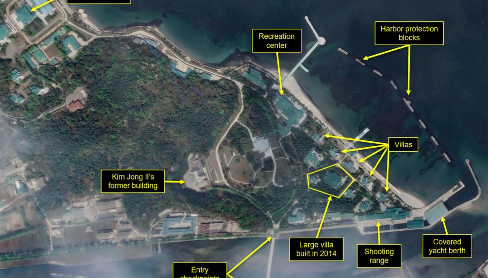 KIMS KOMPLEKS: Flere ting tyder på at Nord-Koreas diktator, Kim Jong-un, oppholder seg ved luksuskomplekset sitt i Wonsan. Men, inntil videre, har den nordkoreanske lederen ikke vist seg offentlig på over to uker. Foto: Maxar Technologies-38 North / Handout via REUTERS / NTB scanpix